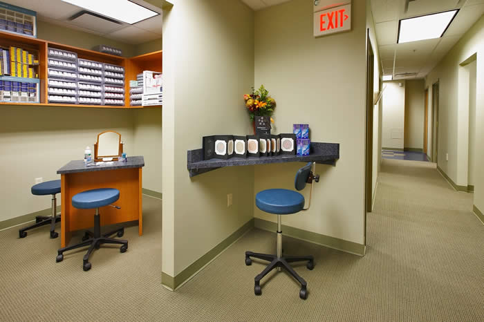 contact lens room & hall